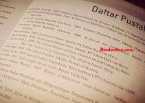 cara menulis daftar pustaka nama pengarang lebih dari 3 orang